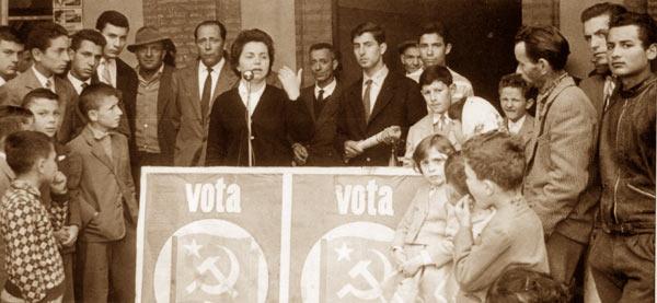 """Laura """"Mirka"""" Polizzi in den 1950er Jahren auf einer Wahlveranstaltung"""