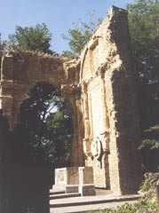 Mauerreste des Ostchores der Kirche von Casaglia